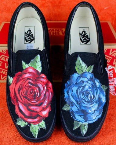 vans nere con la rosa rossa